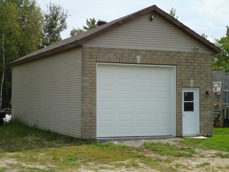 R novation et construction construction f l b inc for Garage building contractors